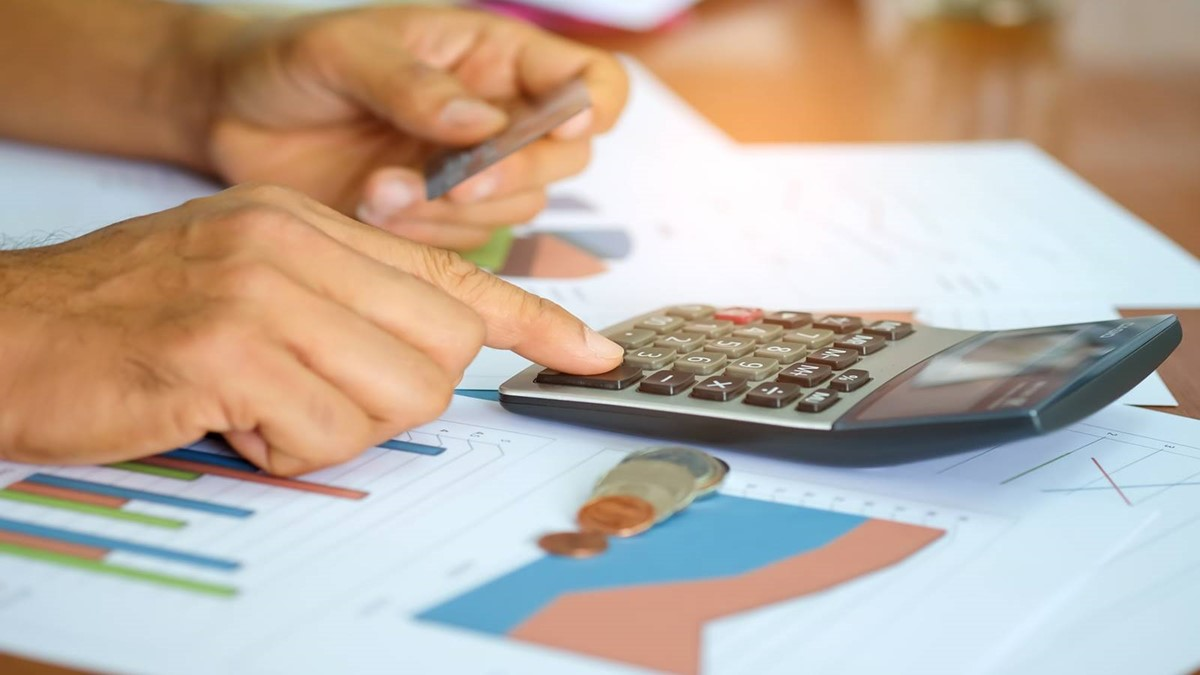 Examine pricing before starting an online business