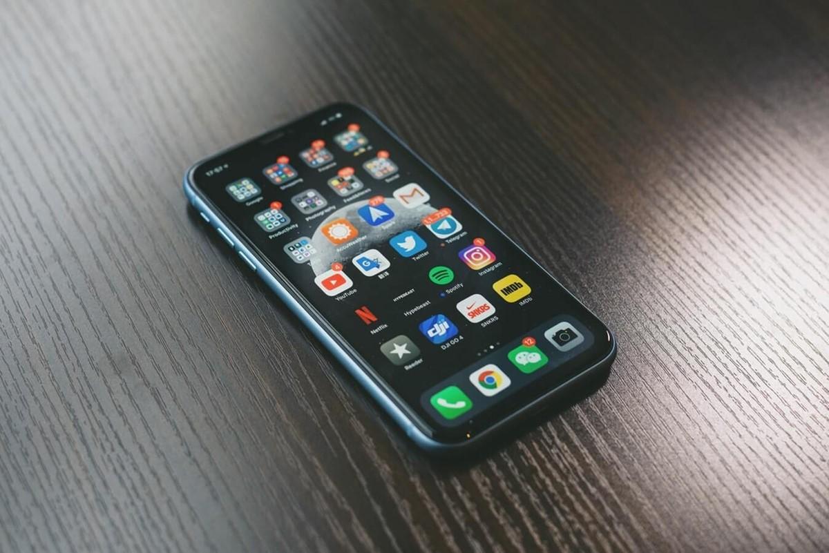 Social media marketing on mobile phone